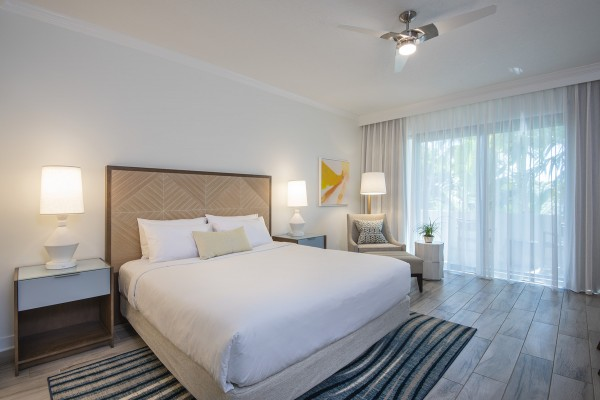 Hawks Cay Guestroom with 1 King bed