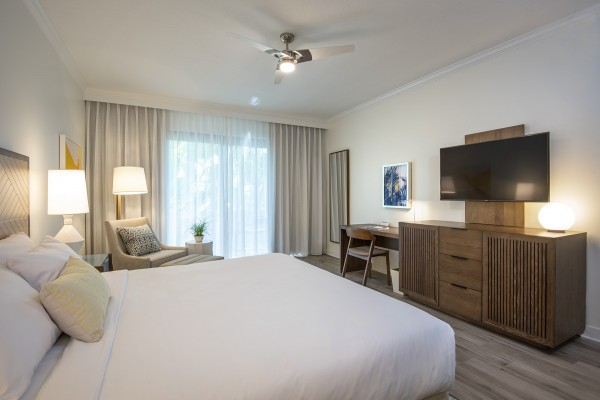 Hawks Cay Guestroom with 1 King bed and tv