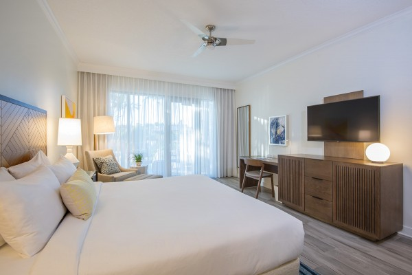Hawks Cay Guestroom - Water View Lanai - King TV