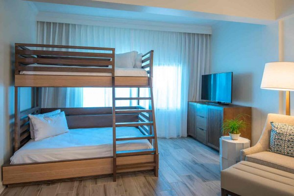 Hawks Cay Accessible Family Guestroom with Bunk Beds