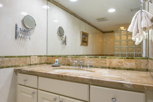 Marina Village Townhome Bathroom at Hawks Cay in the Florida Keys